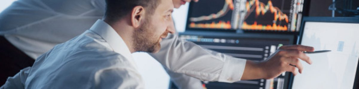 team-stockbrokers-are-having-conversation-dark-office-with-display-screens-analyzing-data-graphs-reports-investment-purposes-creative-teamwork-traders_146671-1038